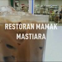 Photo taken at Restoran Mamak Mastiara by Helmie Z. on 3/14/2013
