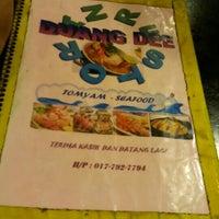 Photo taken at Restoran Duang Dee by Alif S. on 5/5/2016