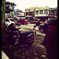 Photo taken at Roti MAROS, Cambaya by Mizz Nunuy A. on 7/16/2013
