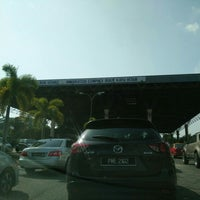 Photo taken at Bukit Kayu Hitam Immigration Complex by Adi P. on 7/4/2016