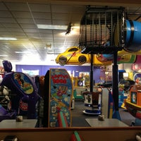 Photo taken at Chuck E. Cheese's by Maine D. on 9/28/2013