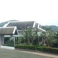 Photo taken at Hillside Village Health Resort by Pienphat J. on 1/7/2015