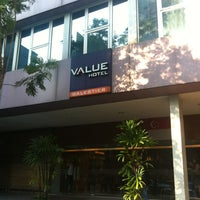 Photo taken at Value Hotel Balestier by Ping T. on 7/28/2013