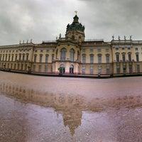 Das Foto wurde bei Schloss Charlottenburg von Simon N. am 10/6/2012 aufgenommen