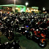Photo taken at Quaker Steak & Lube by Sean S. on 11/29/2012