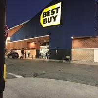 Photo taken at Best Buy by Vinny R. on 12/5/2015