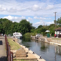 Photo taken at Sunbury lock by Samme A. on 6/29/2014
