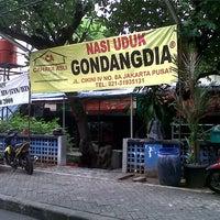 Photo taken at Nasi Uduk Gondangdia by Iwan R. on 1/17/2014