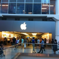 Photo taken at Apple Eaton Centre by Eduardo H. on 7/25/2013