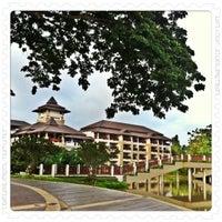 Photo taken at Le Méridien Chiang Rai Resort, Thailand by Wichai C. on 5/25/2011