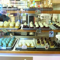 Photo taken at Cupcake DownSouth by Lenesha on 11/12/2011
