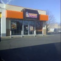 Photo taken at Dunkin' Donuts by Manny Machete D. on 3/14/2012