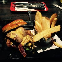 Photo taken at Red Robin Gourmet Burgers by Dmytro L. on 9/17/2015