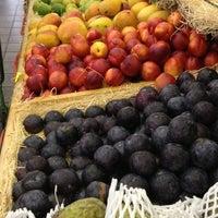 Photo taken at Ki-Frutas by Leonardo S. on 12/24/2012