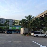 Photo taken at PTT Life Station - Outbound (จุดพักรถทางพิเศษเฉลิมมหานคร - ขาออก) by Khun V. on 8/26/2016