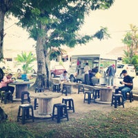 Photo taken at Cendol & Rojak Taman Bahagia by Andy C. on 10/14/2013