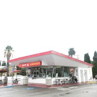 Photo taken at Original Tommy's Hamburgers by mark c. on 10/30/2016