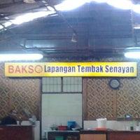 Photo taken at Bakso Lapangan Tembak Senayan by Gusti Adi N. on 10/14/2012