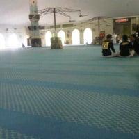 Photo taken at Masjid Al Rahimah Kuala Kubu Bharu by azrin r. on 11/4/2012