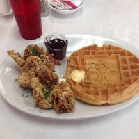 Photo taken at Ma Momma's House of Cornbread, Chicken & Waffles by Mitch E. on 8/16/2014
