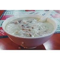 Photo taken at Ho Kee Porridge 和记粥 by Spencer C. on 12/14/2013