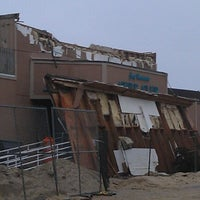 Photo taken at Joey Harrison's Surf Club by Cole on 12/16/2012
