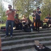 Das Foto wurde bei Flohmarkt am Mauerpark von Urban Kristy am 5/5/2013 aufgenommen