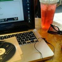 Photo taken at Starbucks by Melvin M. on 5/30/2013