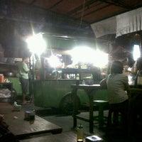 Photo taken at Nasi Tempong Nusantara by Gus Y. on 2/6/2013