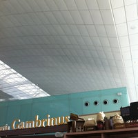 Photo taken at Cervecería Gambrinus by Fabrizio B. on 10/15/2012