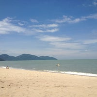 Photo taken at Batu Ferringhi Beach by Sergio V. on 2/23/2013