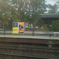 Photo taken at Metro North - Noroton Heights Train Station by Podróżniccy on 6/6/2015
