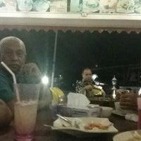 Photo taken at Mek Su Tomyam & Seafood by Mohd Khairyzal H. on 6/27/2014
