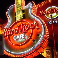 Photo taken at Hard Rock Cafe by Isabelle M. on 3/18/2013