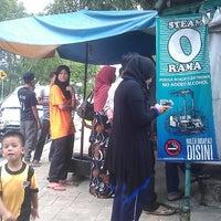 Photo taken at popia kak raja by Mohamad M. on 7/13/2013