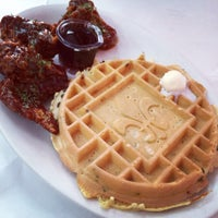 Photo taken at Ma Momma's House of Cornbread, Chicken & Waffles by Yoshiko S. on 8/3/2014