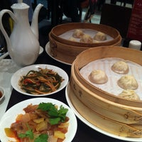 Photo taken at Din Tai Fung by Ricci D. on 4/13/2013