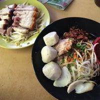 Photo taken at Restoran Kim Seng (金星茶餐室) by Venessa T. on 5/14/2016
