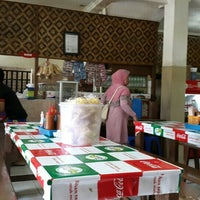 Photo taken at Bakso Sido Mandiri by Atri A. on 1/29/2016