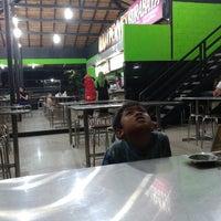 Photo taken at Ayam Penyet Surabaya by Bambang T. on 8/14/2014