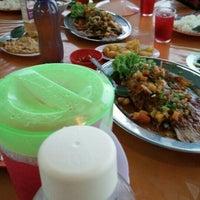Photo taken at Restoran Juara Ikan Bakar 24 Jam by nyonyadyana on 7/1/2016