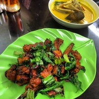 Photo taken at RM. Pohon Pisang by Kuliner M. on 1/25/2014