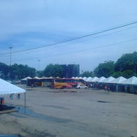 Photo taken at Kompleks Terminal Makmur (Kuantan Bus Station) by Ezry S. on 6/30/2013