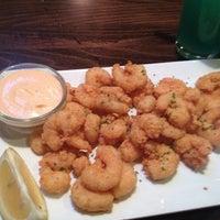 Photo taken at Hank's Tavern & Eats by Vanda R. C. on 2/10/2013