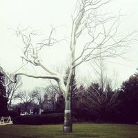 Photo taken at National Gallery of Art - Sculpture Garden by Maxence D. on 12/17/2012