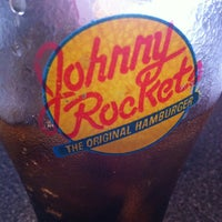 Photo taken at Johnny Rockets by Simone C. on 8/9/2013