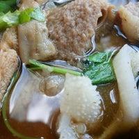 Photo taken at วัฒนาพานิช เกาเหลาเนื้อ by <@on> M. on 9/29/2016