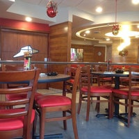 Photo taken at Pizza Hut by Benito D. on 12/5/2013