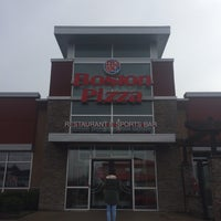 Photo taken at Boston Pizza by Ryan Jessie S. on 5/15/2016