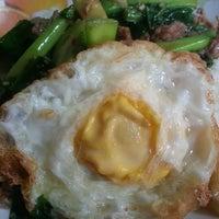 Photo taken at ร้านพี่อ้วน อาหารตามสั่ง by ZuZa Thani C. on 4/12/2013